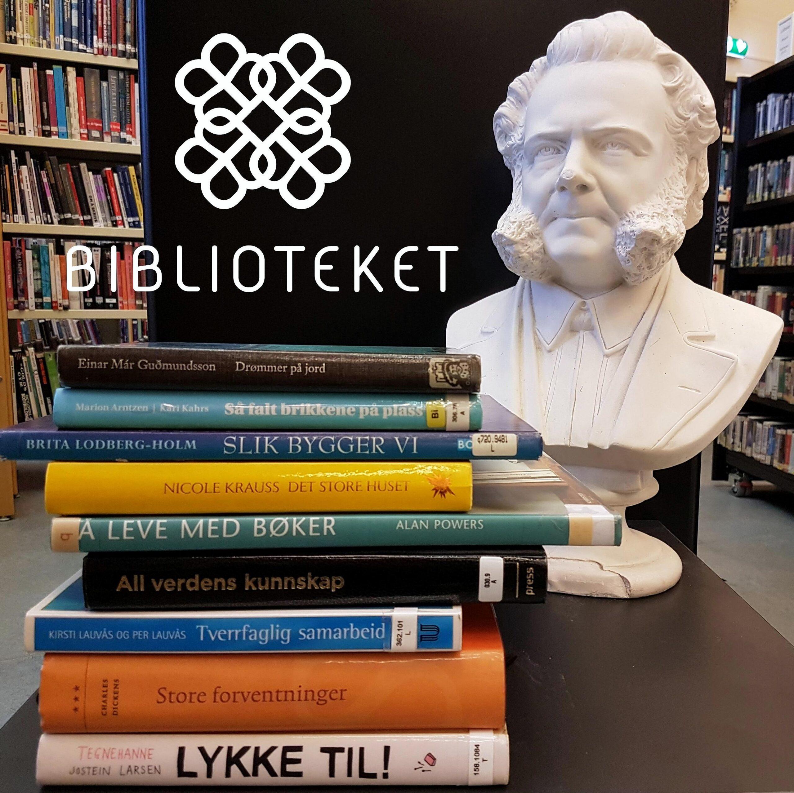 Bøker og statue